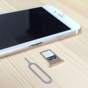 iPhoneからSIMカードを取り出す
